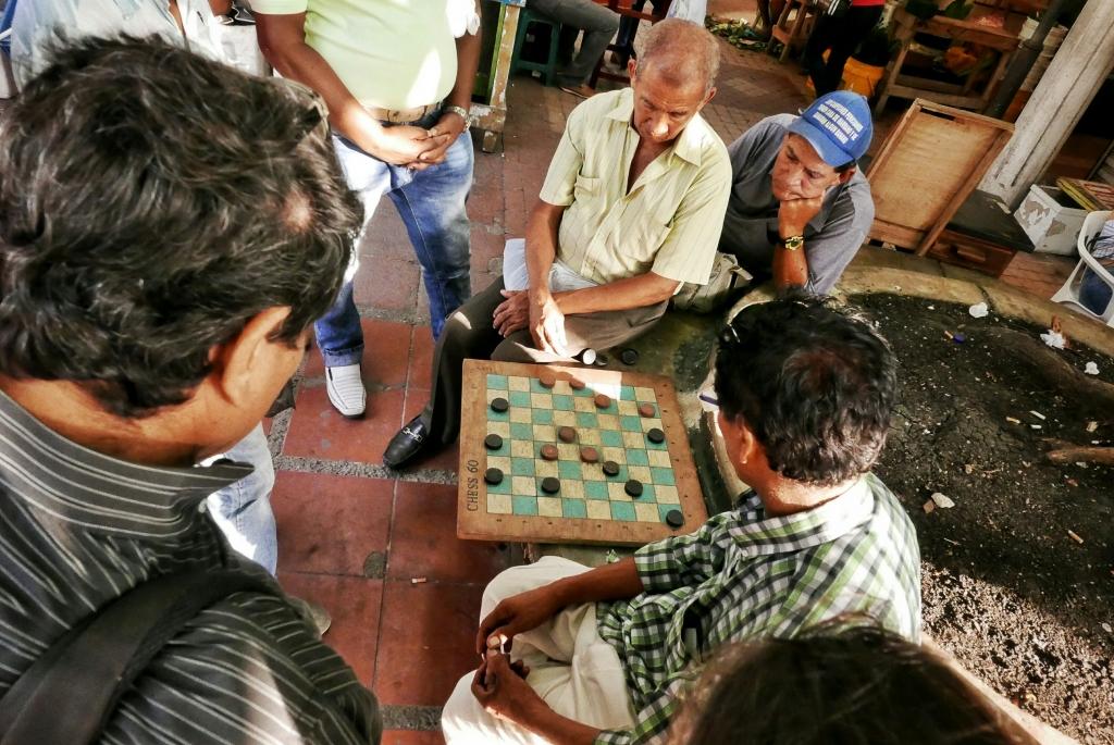 Cartageneros jugando a las damas