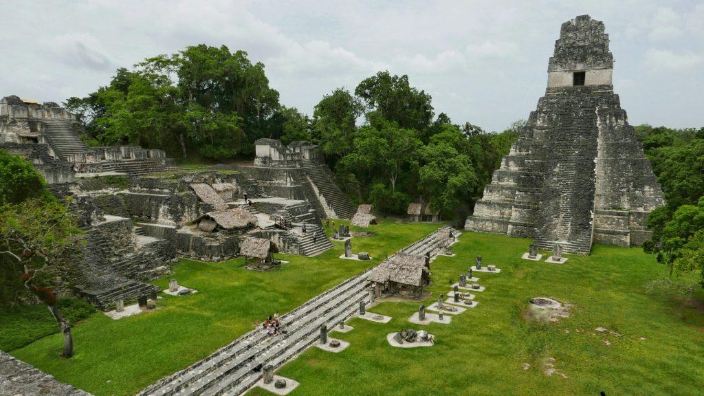 Vista del Templo I presidiendo la Gran Plaza