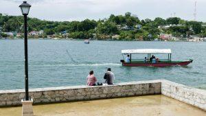 Vistas del lago Peten Itzá desde la Isla de Flores