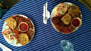 Platos de arroz thai vegetarianos