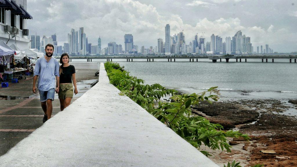 Antía y Javi pasean de la mano en Ciudad de Panamá